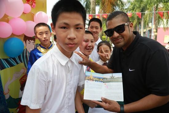 平博体育学子到吉尔吉斯斯坦展区通关成功